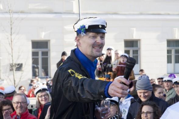 """""""Minä rakastan teitä, kaikkia"""", professori Tomi-Pekka Tuomainen kommentoi uiton jälkeen."""